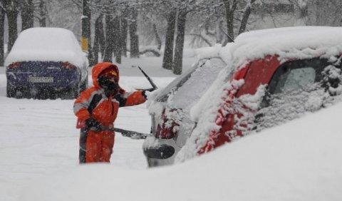 3192b3206 Vzhľadom na skutočnosť, že na území Bratislavského kraja opäť husto sneží,  vyzýva Krajský dopravný inšpektorát Krajského riaditeľstva PZ v Bratislave  ...