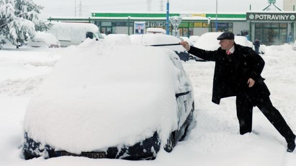 1fb61009b Na celom území Bratislavského kraja musia vodiči naďalej jazdiť nanajvýš  opatrne. Všetky diaľnice sú prejazdné. V ľavom jazdnom pruhu je na  niektorých ...